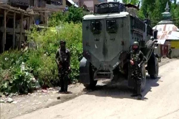 जम्मू-कश्मीर: पुलवामा और कुलगाम में मुठभेड़, सुरक्षाबलों ने 2 आतंकियों को मार गिराया; शोपियां में मुठभेड़ जारी