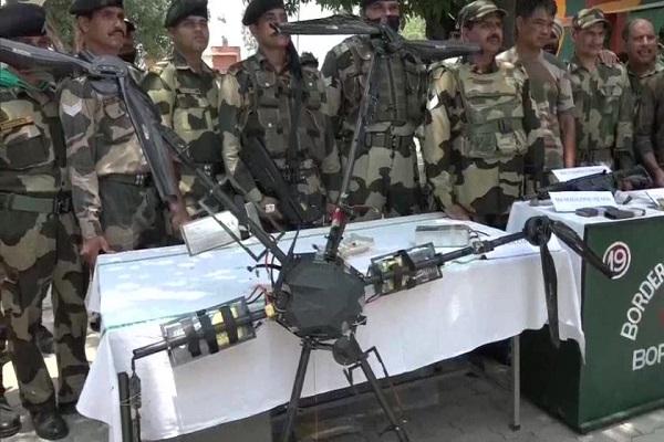 जम्मू-कश्मीर: कठुआ में BSF ने मार गिराया हथियारों से लदा पाकिस्तानी ड्रोन