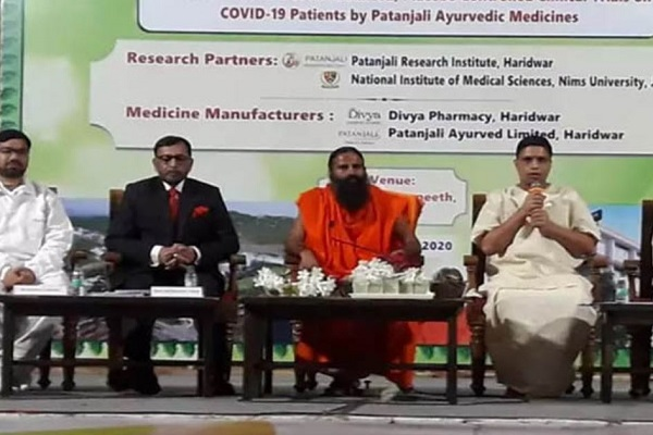 कोरोना पर बाबा रामदेव ने चलाया 'राम बाण', पतंजलि ने लॉन्च की पहली आयुर्वेदिक दवा