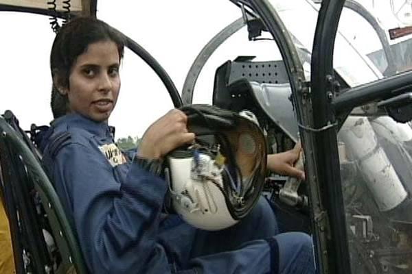 गुंजन सक्सेना: द कारगिल गर्ल – जिसने मिसाइलों के बीच घायल जवानों को किया था एयरलिफ्ट