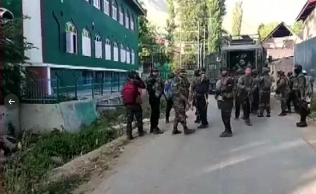 Jammu-Kashmir: पुलवामा में सुरक्षाबलों ने 3 आतंकी मार गिराए, हिजबुल के टॉप कमांडर कासिम का खात्मा!