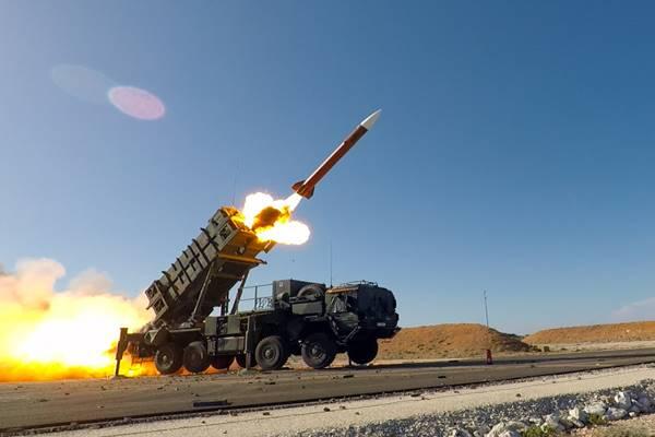 भारत ने चीन के खिलाफ तैनात किया एयर डिफेंस सिस्टम, 'आकाश' मिसाइलें और स्ट्रेटीजिक बॉम्बर्स पहले ही भेजे जा चुके