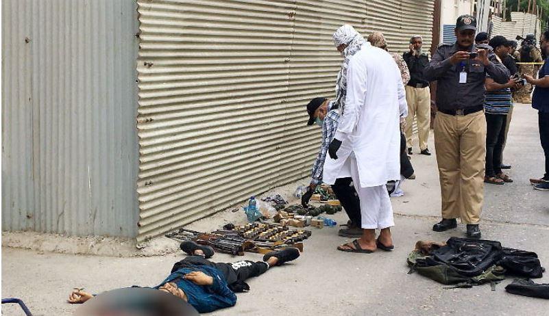 Karachi Terror Attack: 9 लोगों की मौत, सुरक्षाबलों ने 4 आतंकियों को मार गिराया