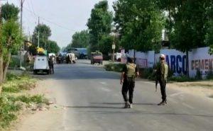 जम्मू-कश्मीर: सोपोर में CRPF की टीम पर आतंकी हमला, एक जवान शहीद; सुरक्षाबलों में बचाई बच्चे की जान