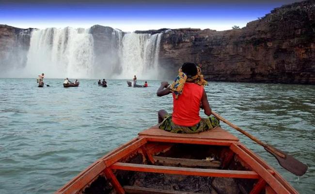 कोरोना का कहर! चित्रकोट जलप्रपात की खूबसूरती को निहारने नहीं आ रहे पर्यटक