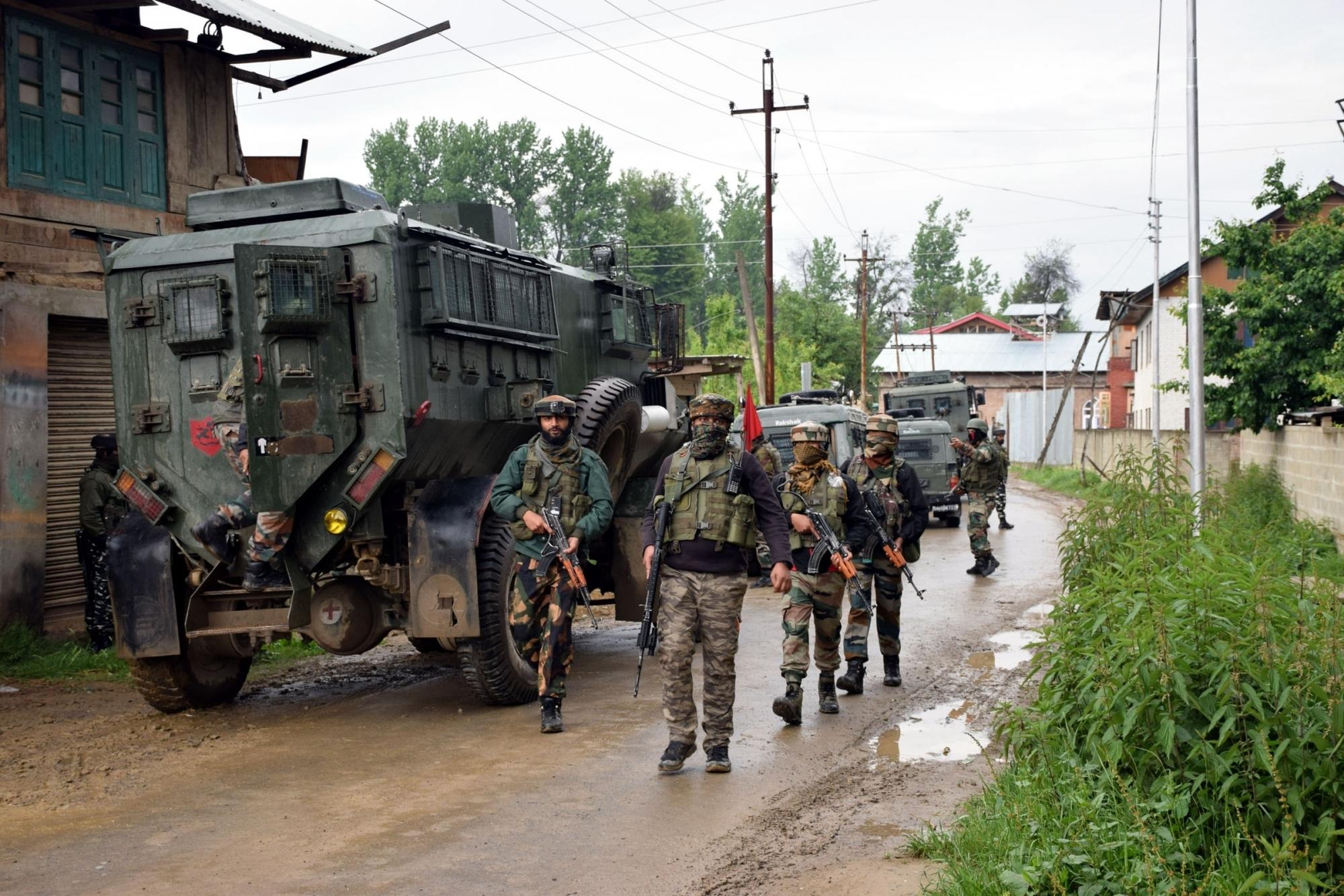 जम्मू कश्मीर: घाटी में 5 अगस्त से पहले बड़े आतंकी हमले की साजिश, पाकिस्तानी आतंकी कर सकते हैं कार बम का इस्तेमाल