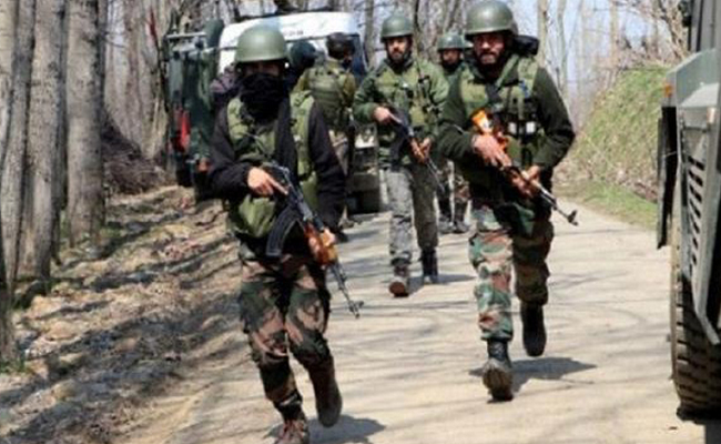 Jammu-Kashmir: कुलगाम में मुठभेड़, जवानों ने आईईडी एक्सपर्ट सहित जैश के तीन आतंकियों को मार गिराया