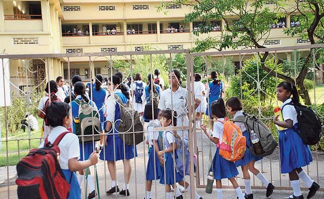 Jharkhand: कोरोना काल में नहीं रूकेगी बच्चों की पढ़ाई, हजारीबाग के स्कूल में शिक्षक ने की अनोखी पहल