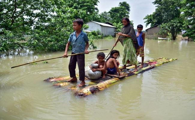 इन 2 राज्यों में बाढ़ ने मचाई तबाही, रेस्क्यू ऑपरेशन में जुटी NDRF की टीम