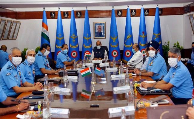 एयर फोर्स कमांडर्स कॉन्फ्रेंस में बोले रक्षामंत्री- किसी भी स्थिति के लिए तैयार रहे वायुसेना