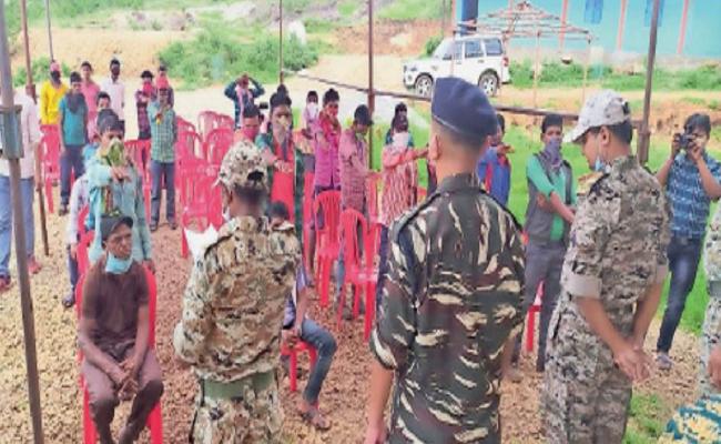 Dantewada: जिन हाथों ने Blast किए थे बच्चों के स्कूल, आज वही हाथ स्कूल की बुनियाद तैयार कर रहे