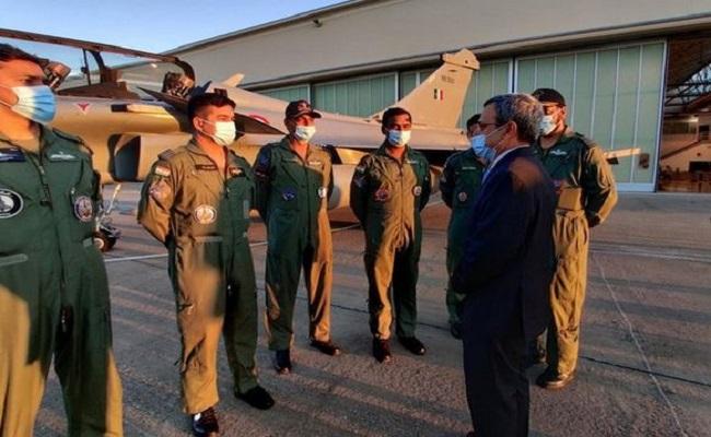 ईरान ने अल धाफ्रा एयर बेस के पास दागी मिसाइलें, राफेल के पायलट हुए सतर्क