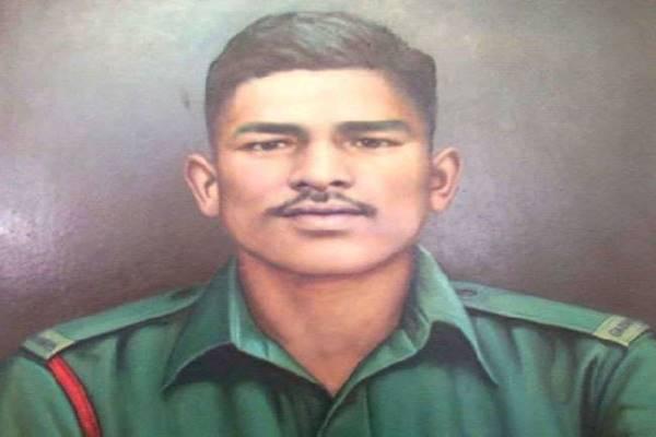 भारतीय सेना के इस राइफलमैन ने अकेले ही 300 सैनिकों को कर दिया था ढेर, जानें वीरता की कहानी