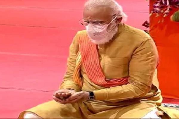 अयोध्या: PM मोदी ने भूमि पूजन के बाद रखी राम मंदिर की नींव, राष्ट्रपति कोविंद ने दी बधाई