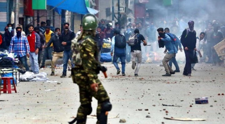 पाकिस्तान का घाटी के नौजवानों से उठा भरोसा, कश्मीर को कब्रिस्तान बनाने के लिए आतंकी संगठन में बड़े पैमाने पर पाक लड़ाकों की भर्ती