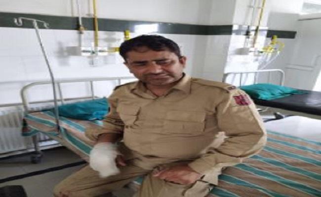 Jammu-Kashmir: नौगाम में पुलिस पार्टी पर आतंकी हमला, दो जवान शहीद