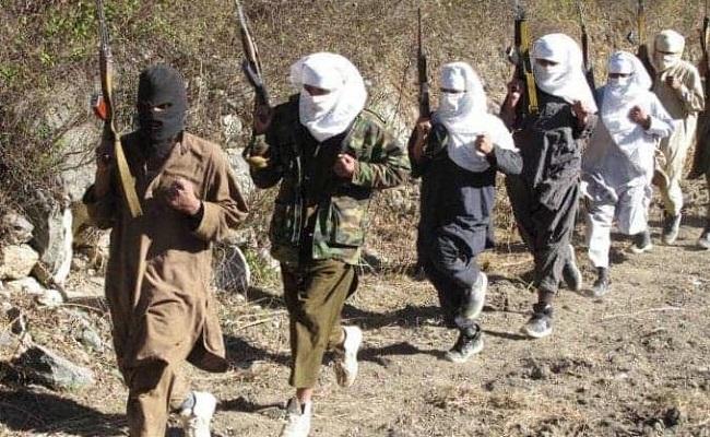 जम्मू कश्मीर: जिस रास्ते से निकलती थी CRPF की रोड ओपनिंग पार्टी, वहां आतंकियों ने किया IED विस्फोट
