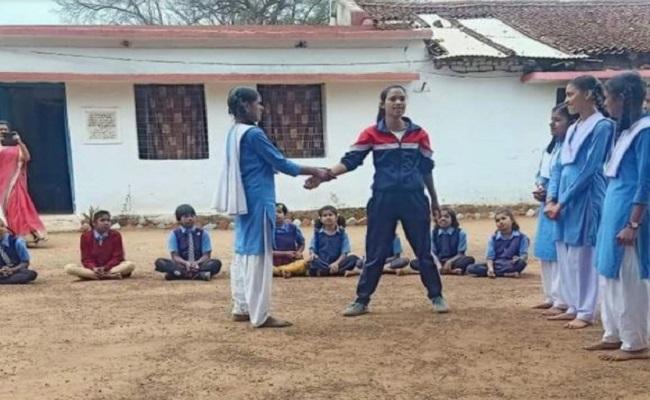 छत्तीसगढ़: नक्सल प्रभावित इलाके की लड़कियां सीख रहीं आत्मरक्षा के गुर