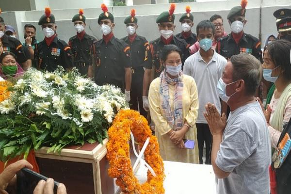 4 साल पहले सेना में शामिल हुए और महज 26 साल की उम्र में देश के लिए शहीद हो गए मेजर थापा