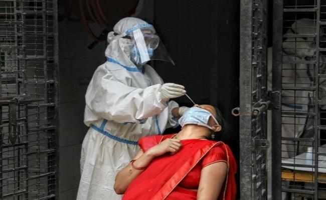 Coronavirus: देश में 65 लाख के पार पहुंचा कोरोना संक्रमण का आंकड़ा, 24 घंटे में 75,829 नए केस