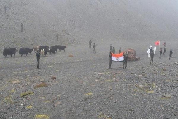 भारत-चीन तनाव के बीच भारतीय सेना ने दिखाई उदारता, बॉर्डर पर भटके जानवरों को चीन को लौटाया