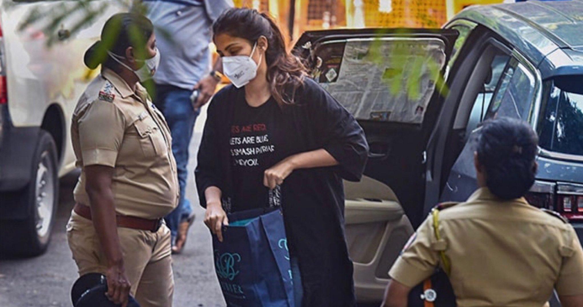 NCB की पूछताछ में रिया ने उगले हैं कई राज, मुंबई के कई बड़े नेता-अभिनेता और पुलिसवाले होंगे अगला शिकार