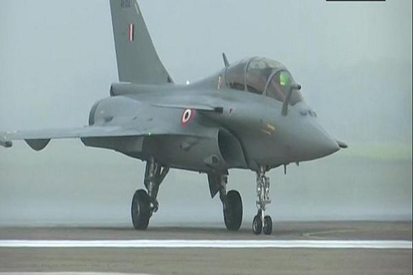 भारतीय वायु सेना में शामिल हुआ राफेल विमान, पाकिस्तान और चीन को मिलेगा मुंहतोड़ जवाब