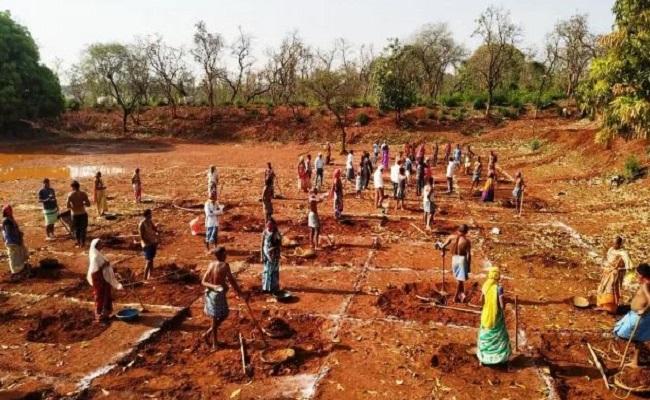 Chhattisgarh: विकास के रास्ते पर राज्य, इस साल रिकॉर्ड 26 लाख से ज्यादा परिवारों को मिला रोजगार