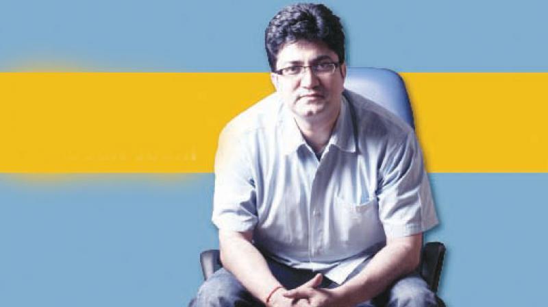 प्रसून जोशी जन्मदिन विशेष: फिल्मों के लिए लिखे कई शानदार गीत, विज्ञापन की दुनिया के हैं बेताज बादशाह
