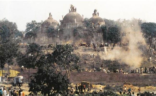बाबरी मस्जिद विध्वंस केस: आडवाणी, जोशी और उमा समेत सभी 32 आरोपियों को कोर्ट ने बरी किया