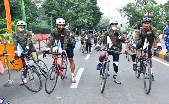 PHOTOS: CRPF के दिव्यांग योद्धाओं की ये तस्वीरें देखकर होगा गर्व, गुजरात से शुरू की साइकिल रैल