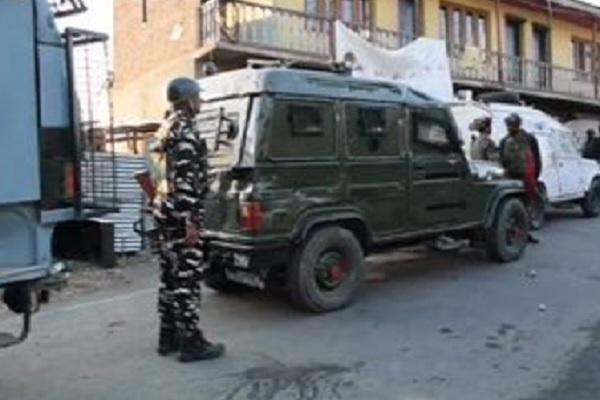 जम्मू कश्मीर: चरार-ए-शरीफ क्षेत्र में बीते 12 घंटे से चल रहा एनकाउंटर, एक आतंकी ढेर