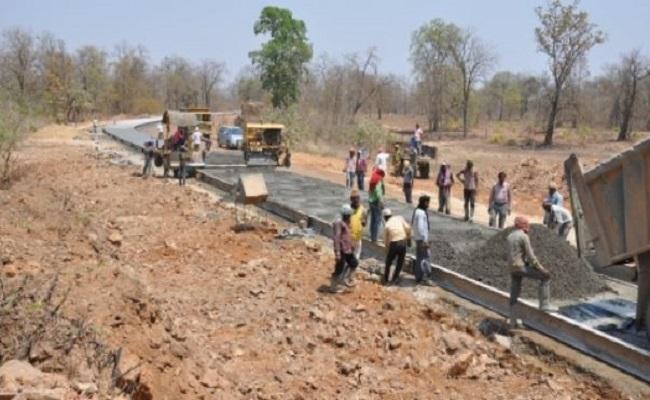 छत्तीसगढ़: नक्सल प्रभावित इलाकों में होगा विकास, तेजी से चल रहा सड़क निर्माण का कार्य