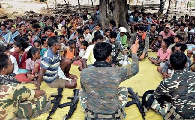 """Chhattisgarh: """"आमचो बस्तर आमचो पुलिस"""" के तहत पुलिस की शानदार पहल, राज्य के युवा देख रहे नया सवेरा"""