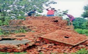 Chhattisgarh: नक्सिलयों के खिलाफ अभियान जारी, नारायणपुर में जवानों ने ध्वस्त किए नक्सली स्मारक