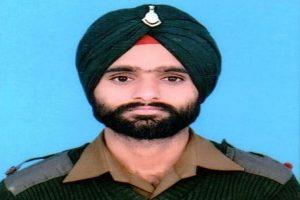 जम्मू कश्मीर: पाकिस्तान ने फिर तोड़ा सीजफायर, लांस नायक करनैल सिंह शहीद, एक जवान घायल