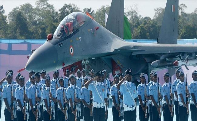 Jobs 2021: 10वीं पास से लेकर ग्रेजुएट लेवल तक के लिए भारतीय वायुसेना में नौकरियां, जानें डिटेल्स