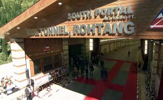 Atal Tunnel: पीएम मोदी ने किया दुनिया की सबसे बड़ी सुरंग का उद्घान, जानें क्या है इसकी खासियत