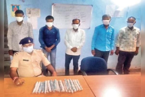 बिहार: गया से विस्फोटक के साथ दबोचे गए 5 नक्सली, चुनाव में दहशत फैलाने की रच रहे थे साजिश