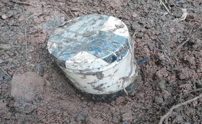 दंतेवाड़ा: नक्सलियों के खिलाफ अभियान जारी, जंगल में मिला 3 किलो का बम