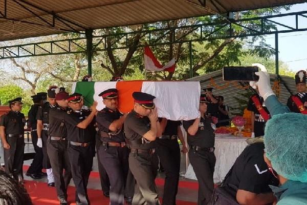 शहीद उपेंद्र सिंह तोमर का अंतिम संस्कार हुआ, फोन पर परिवार से कहा था- दिवाली पर घर आऊंगा