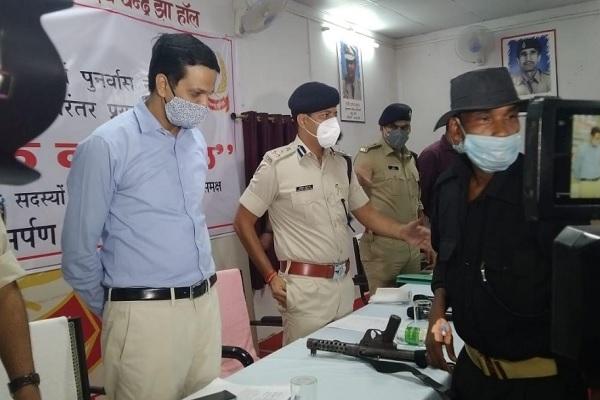 झारखंड: रांची पुलिस को बड़ी सफलता, हार्डकोर नक्सली बोयदा पाहन ने 3 साथियों के साथ सरेंडर किया