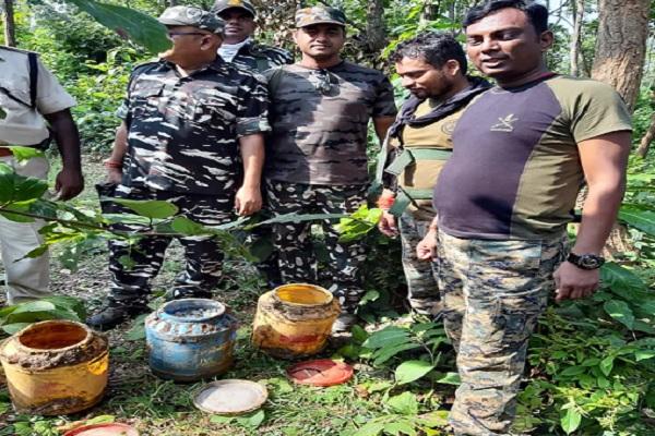 बिहार चुनाव से पहले नक्सलियों की बड़ी साजिश नाकाम, 40 किलो विस्फोटक बरामद