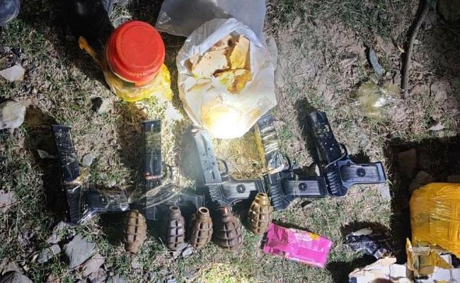 Jammu-Kashmir: सुरक्षाबलों को मिली बड़ी कामयाबी, तंगधार सेक्टर से भारी मात्रा में हथियार और गोला-बारूद बरामद