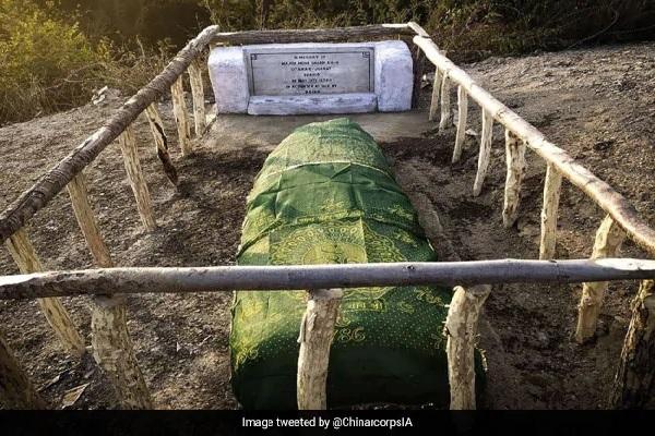 INDIAN ARMY ने दुनिया के लिए पेश की मिसाल, पाकिस्तानी अधिकारी की कब्र की मरम्मत की