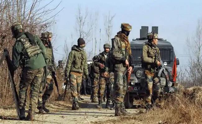 Jammu-Kashmir: बडगाम के चदूरा इलाके में मुठभेड़, हथियार के साथ आतंकी गिरफ्तार