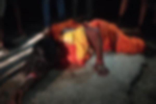 झारखंड: पुलिस मुखबिरी के शक में नक्सलियों ने महिला की हत्या की, सीने में मारीं गोलियां