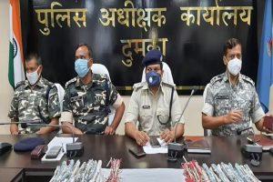 झारखंड: नक्सलियों के खिलाफ दुमका पुलिस को बड़ी सफलता, हथियार और विस्फोटक बरामद