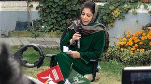 जम्मू कश्मीर: राष्ट्रध्वज के खिलाफ महबूबा मुफ्ती के बयान से मचा सियासी घमासान, बीजेपी-कांग्रेस ने साधा निशाना