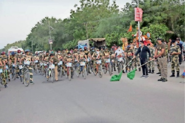 राजस्थान: शहीदों के सम्मान में BSF ने निकाली साइकिल रैली, 71 KM का तय किया सफर